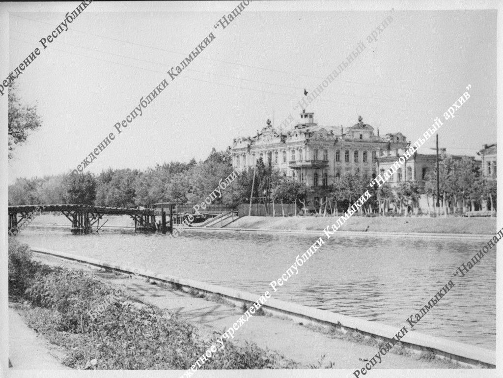 Здание, где в 1919 году находился Реввоенсовет. г.Астрахань