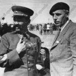 Генерал-полковник О.И.Городовиков и украинский писатель Петро Панч. 1940 г.